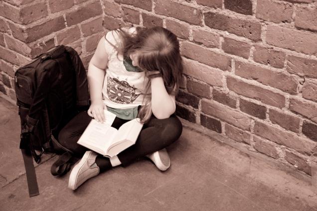 10-vuotias istui ennemmin Pakkahuoneen nurkassa lukemassa Potteria.